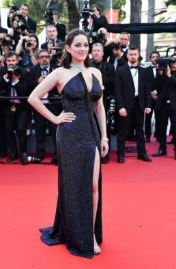 French actress Marion Cotillard poses as she arrives on May 23, 2017 for the '70th Anniversary' ceremony of the Cannes Film Festival in Cannes, southern France. / AFP PHOTO / Alberto PIZZOLI (Photo credit should read ALBERTO PIZZOLI/AFP/Getty Images)