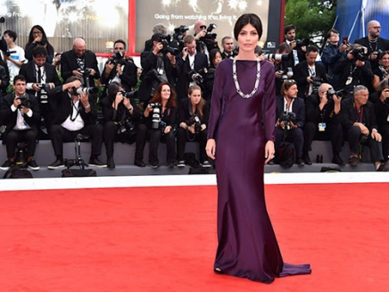 VENICE, ITALY - SEPTEMBER 02: Alessandra Mastronardi walks the red carpet ahead of the 'Suburbicon' screening during the 74th Venice Film Festival at Sala Grande on September 2, 2017 in Venice, Italy. (Photo by Pascal Le Segretain/Getty Images)
