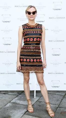 Diane-Kruger-in-Tory-Burch-e-occhiali-Max-Mara_image_ini_620x465_downonly