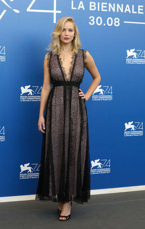 VENICE, ITALY - SEPTEMBER 05: Jennifer Lawrence attends the 'Mother!' photocall during the 74th Venice Film Festival on September 5, 2017 in Venice, Italy. (Photo by Elisabetta A. Villa/WireImage)