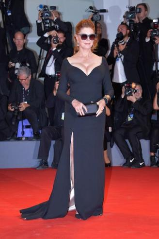 VENICE, ITALY - SEPTEMBER 03: Susan Sarandon from Kineo delegation walks the red carpet ahead of the 'The Leisure Seeker (Ella & John)' screening during the 74th Venice Film Festival at Sala Grande on September 3, 2017 in Venice, Italy. (Photo by Dominique Charriau/WireImage)