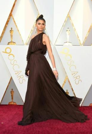 Zendaya arrives for the 90th Annual Academy Awards on March 4, 2018, in Hollywood, California. / AFP PHOTO / VALERIE MACON (Photo credit should read VALERIE MACON/AFP/Getty Images)